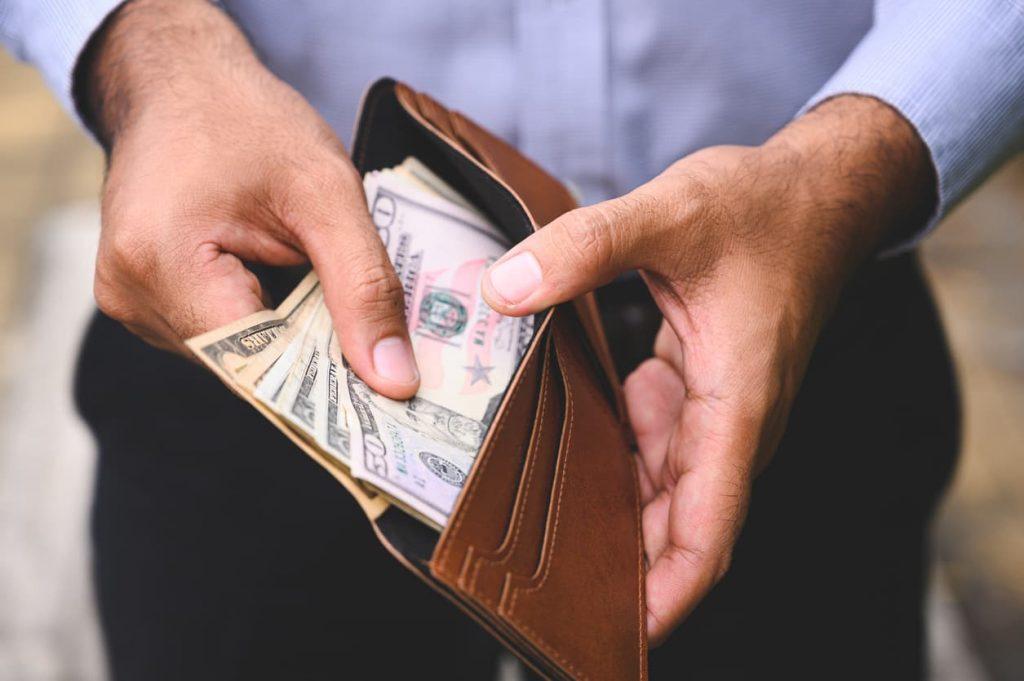 man offering cash after car accident